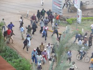 Crowd_fleeing_sounds_of_gunfire_near_Westgate